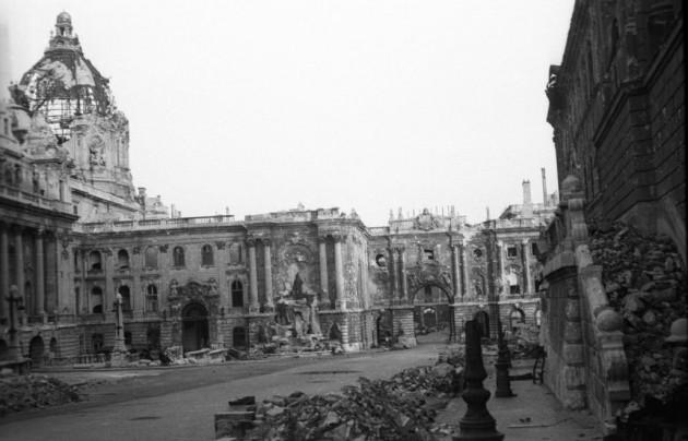 fotó: Budai Vár, Királyi Palota - 1945 / Fortepan