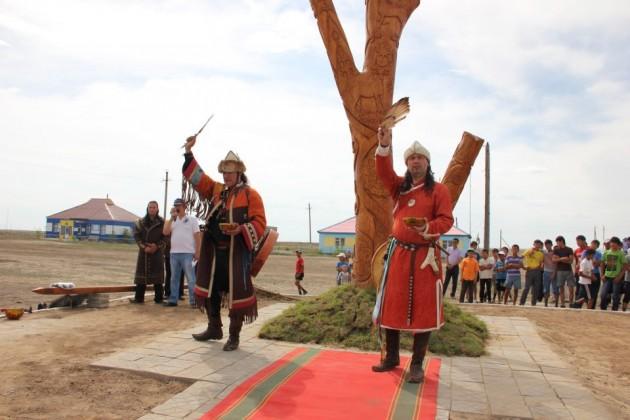 Az Magyar Turán Alapítvány által ajándékozott életfa Kazakisztánban.
