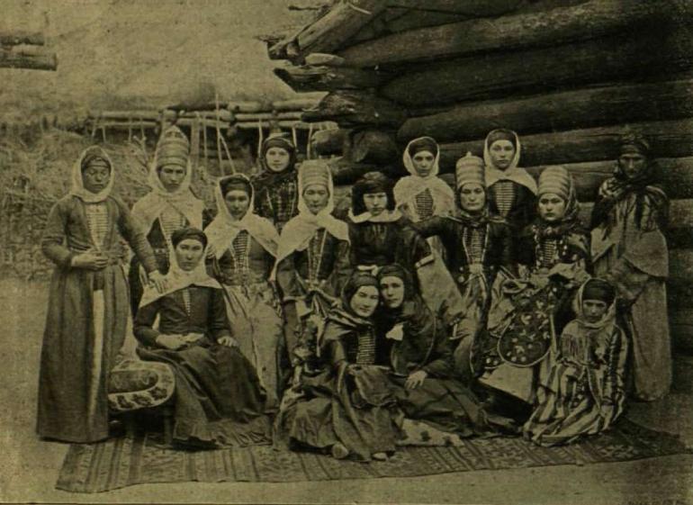 Karacsáj nők (Gróf Zichy Jenő magyar expedíciójának fényképe)
