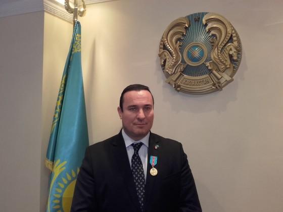 Kazak kitüntetéssel követségen 2