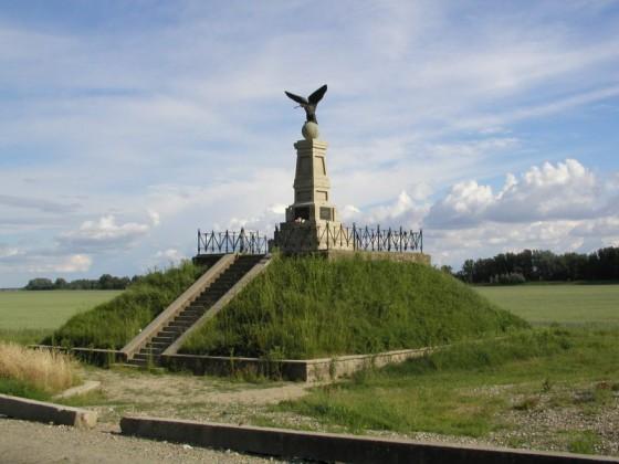 Tiszaújlaki (Kárpátalja) Turulos emlékmű - fotó: Wikipedia/Varga A.