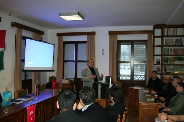 Lezsák Sándor /az Országgyűlés alelnöke, a Kurultaj fővédnöke/ kiemelte a Kurultaj szerepét a magyar hagyományőrzésben